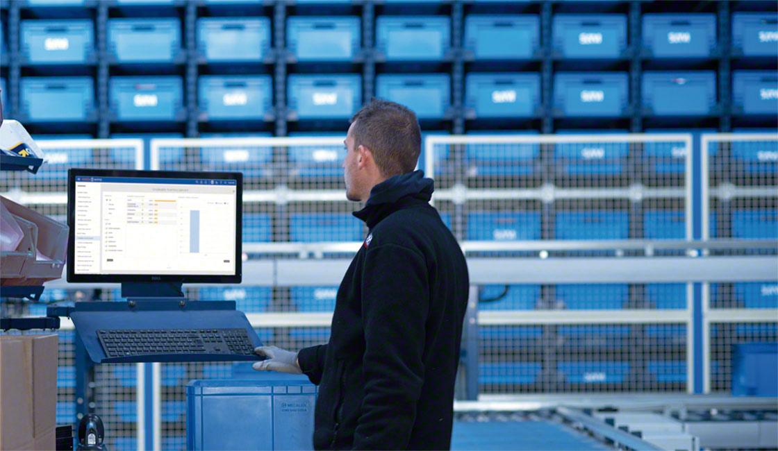 La première étape pour passer à la logistique intelligente dans votre entreprise est de mettre en œuvre un logiciel de gestion d'entrepôt