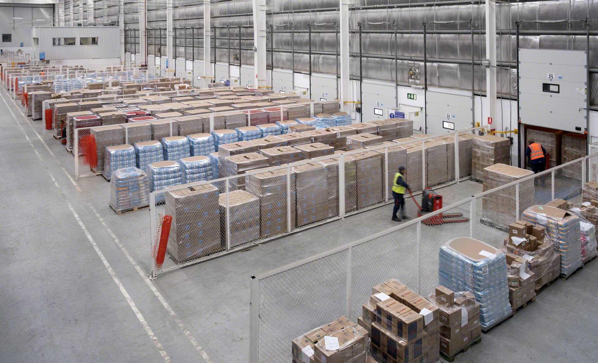 Zone tampon de l'entrepôt dans laquelle sont stockés temporairement les produits