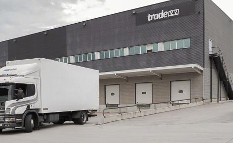 Mecalux équipe Tradeinn de solutions logistiques pour son activité ecommerce