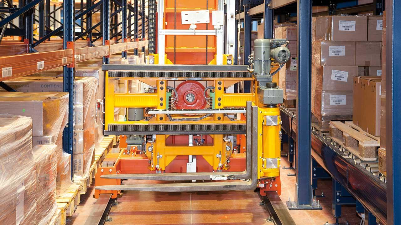 Disalfarm automatise en toute simplicité et à moindre coup son entrepôt, grâce au système de transstockeurs trilatéraux