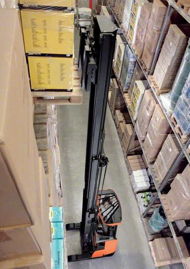 Les chariots à mât rétractables sont les plus utilisés à l'intérieur des entrepôts (image cédée par Toyota)