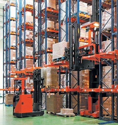 Entrepôt de machines et d'outils pour le bâtiment.