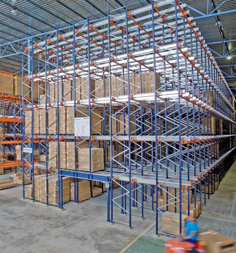 Rayonnages Push Back pour le stockage de mobilier en kit