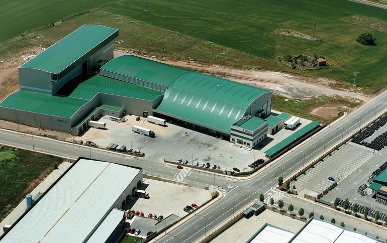 Entrepôt consacré à la logistique de produits alimentaires réfrigérés et congelés.