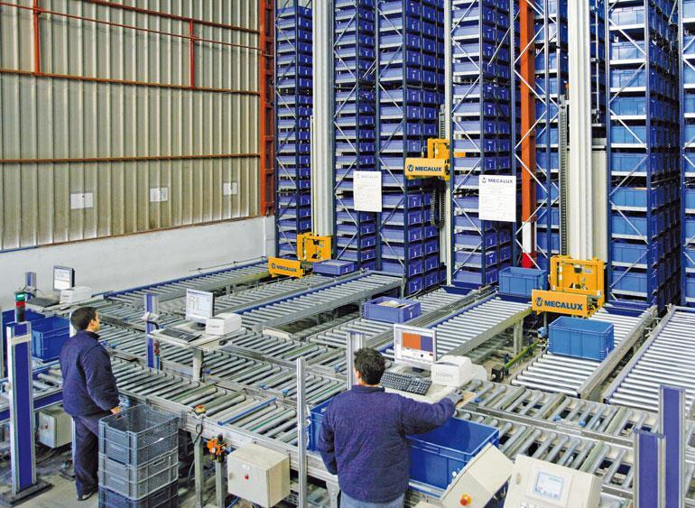Entrepôt de petites pièces de quincaillerie, de fourniture industrielle, de bricolage et de construction.