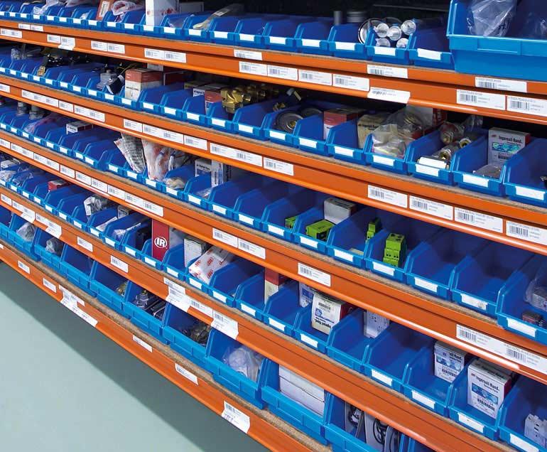 Société de fournitures industrielles. Les supports des produits sont des bacs.