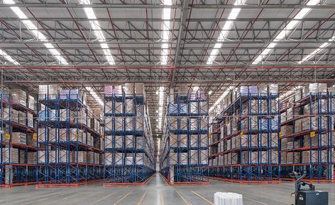 Mecalux a équipé l'entrepôt d'Unilever au Brésil avec des rayonnages à palettes pour une capacité de stockage totale de 83 569 palettes