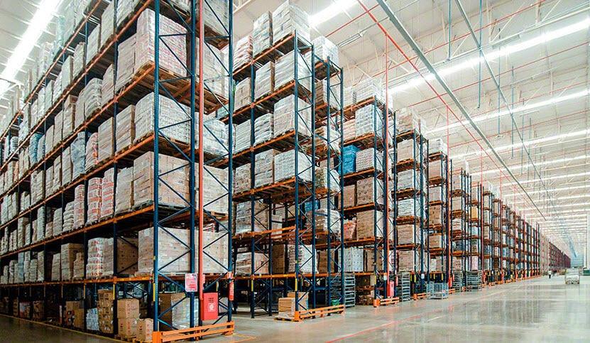 Capacité de stockage et flexibilité dans le nouvel entrepôt d'Armazém Mateus