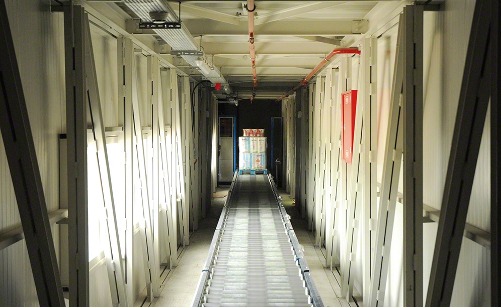 Convoyeurs automatiques dans l'entrepôt de Grup Baucells Alimentació