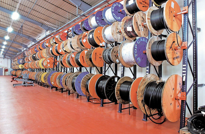 Rayonnages conçus pour le stockage de bobines en bois