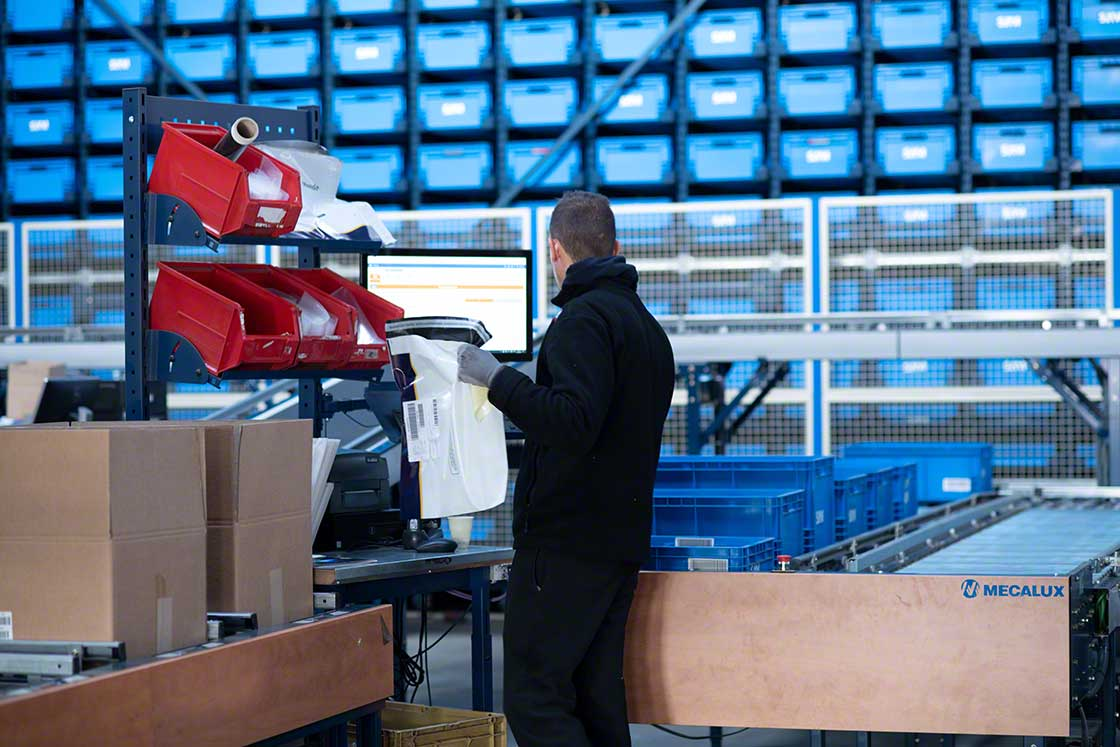 L'automatisation et le système de gestion d'entrepôt apportent rapidité, sécurité et précision dans la préparation de kits